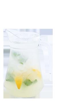 Классический лимонад в кувшине